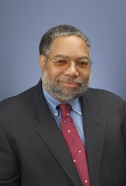 Headshot of Lonnie Bunch